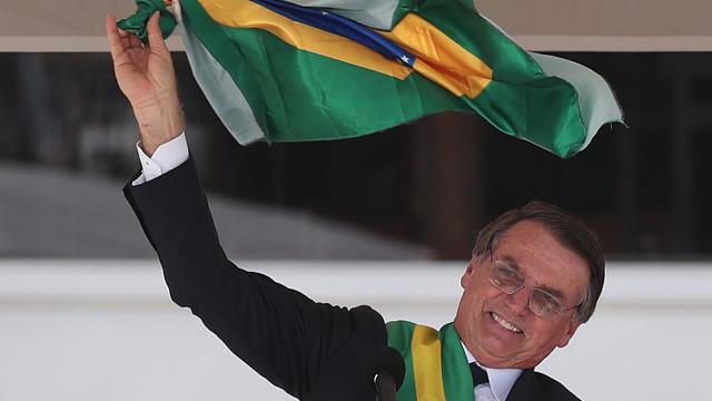 Bolsonaro afirma não descartar instalação de base militar dos EUA