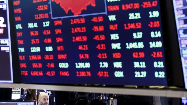 Wall Street segue em baixa com previsões de crescimento global mais fraco
