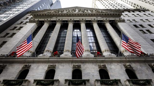 Wall Street fecha em alta graças aos estímulos económicos chineses