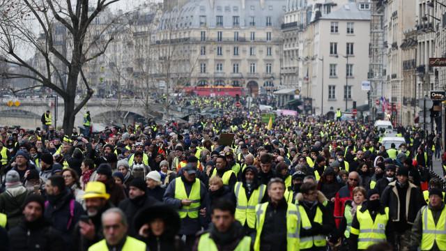 Manifestações de hoje em França com recorde de 50 mil Coletes Amarelos