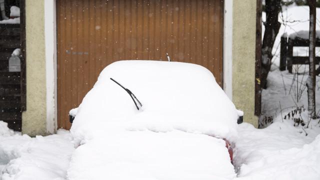 Forte queda de neve na Áustria faz cinco mortos e dois desaparecidos