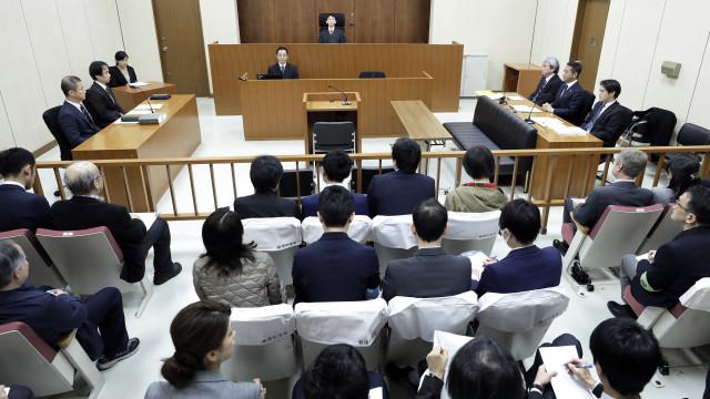 Ex-presidente da Nissan nega acusações perante juiz