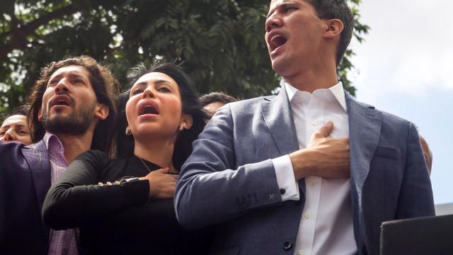 Governo venezuelano afasta agentes que detiveram Juan Guaidó