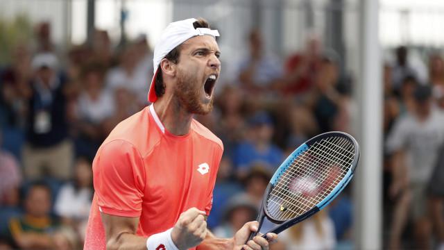 João Sousa vence em pares e está nas 'meias' do Open da Austrália