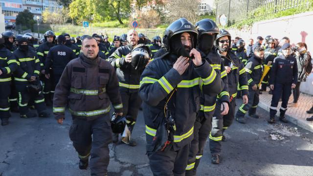 Bombeiros desmobilizam com garantias que reivindicações serão entregues
