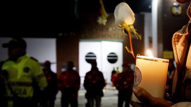 Explosão de carro armadilhado em Bogotá fez 21 mortos