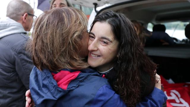 Marcha de apoio a Cristina Tavares reúne mais de 120 pessoas à chuva