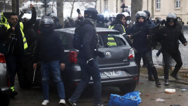 Confrontos violentos marcaram as manifestações em França