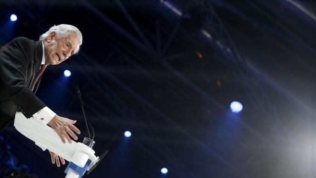 Vargas Llosa pede mais pressão sobre Maduro para acelerar a sua queda