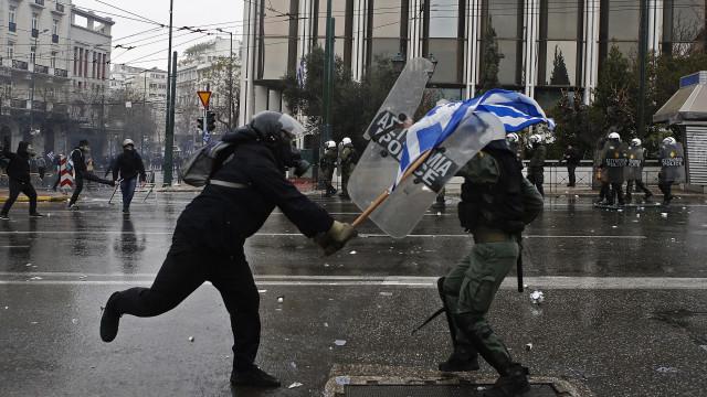 Mais de 60 mil protestam em Atenas contra alteração do nome da Macedónia