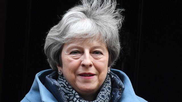 Brexit: Theresa May quer reabrir o acordo de divórcio com a UE