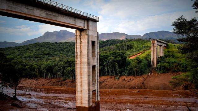 Ações da Vale caem 20% depois do acidente em barragem no Brasil