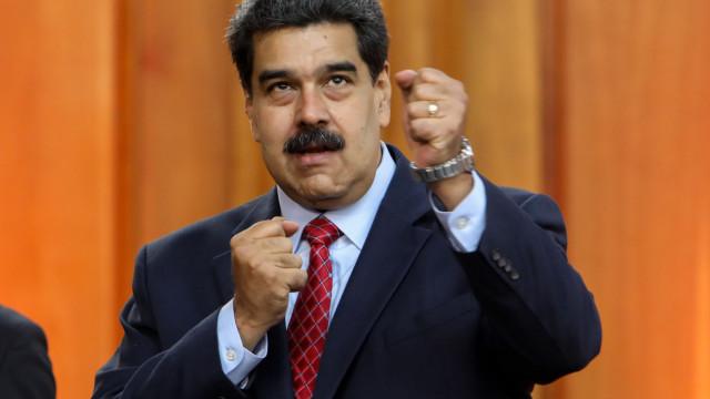 Nicolás Maduro diz ser único presidente do país e faz apelo aos militares