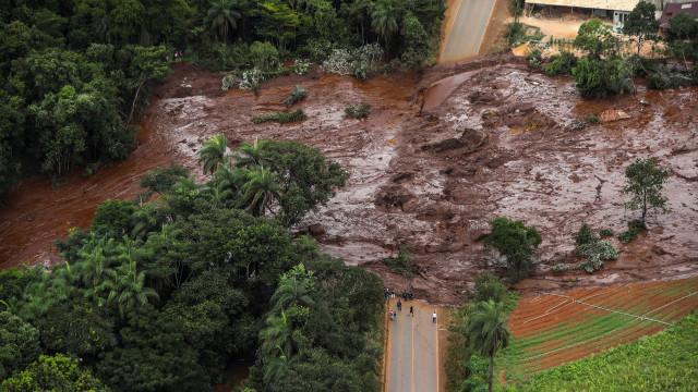 Sobe para 34 o número de mortos em rutura de barragem no Brasil