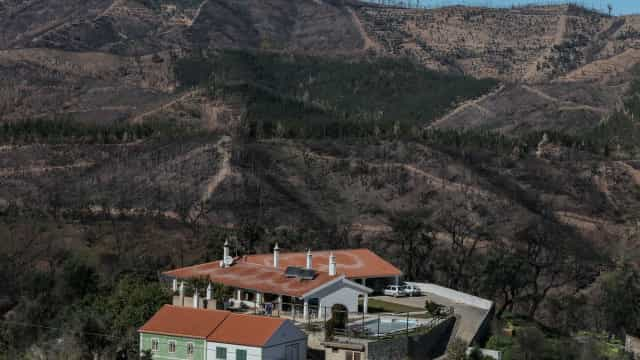 Reconstrução de casas em Monchique num impasse seis meses após o incêndio