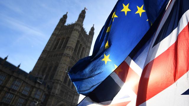 Parlamento vota estratégia do governo para renegociar acordo com Bruxelas