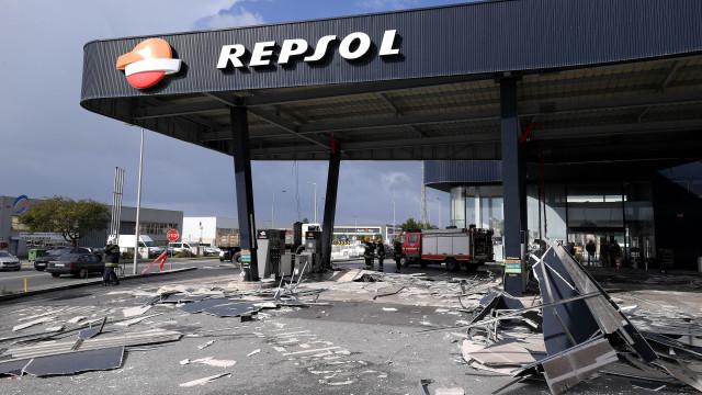 Vento derruba cobertura exterior de posto de combustível em Esposende