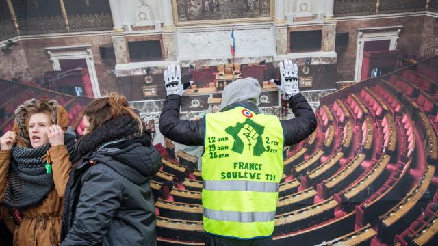 Coletes Amarelos iniciam hoje marcha até Paris para exigir referendo