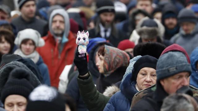 Milhares marcham em Moscovo para exigir libertação de presos políticos