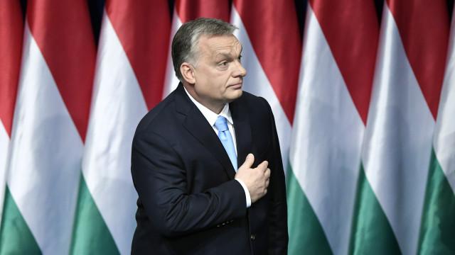 """Viktor Orban diz que UE quer """"acabar com as nações"""" tal como o comunismo"""