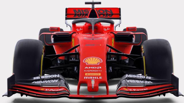 Ferrari revela carro de Vettel para travar hegemonia da Mercedes
