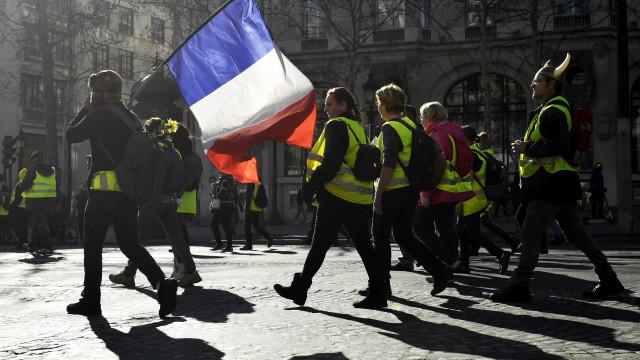 Manifestações dos coletes amarelos têm hoje menor adesão em França