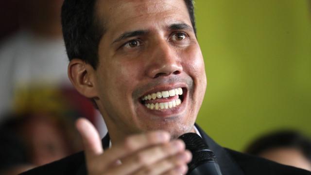 Guaidó pede a venezuelanos que abram corredor para fazer entrar ajuda