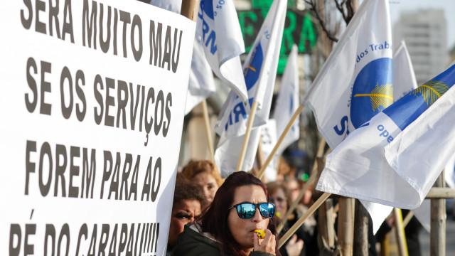 """Dezenas de trabalhadores contra """"desmembramento das conservatórias"""""""