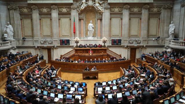 Parlamento debate hoje proibição de plásticos para pão, fruta e legumes