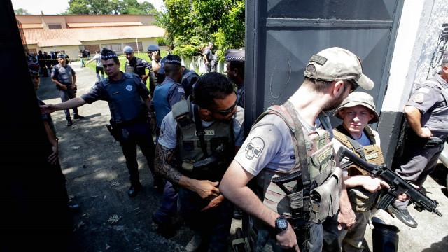 Polícia brasileira suspeita de terceiro envolvido no tiroteio em escola