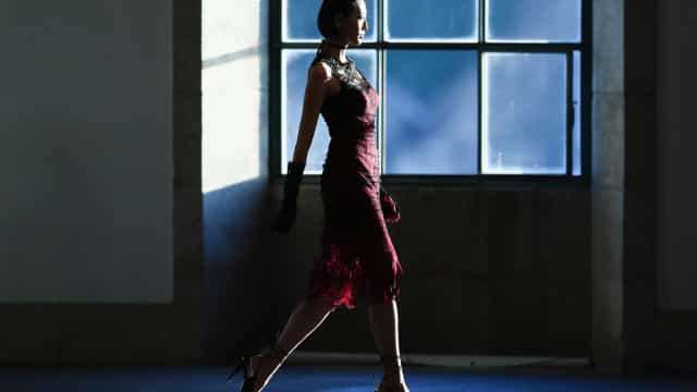 Comporta inspira coleção de Sophia Kah na Semana da Moda de Londres