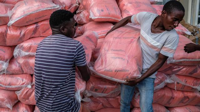 Zimbabué doa 90 toneladas de produtos diversos a Moçambique