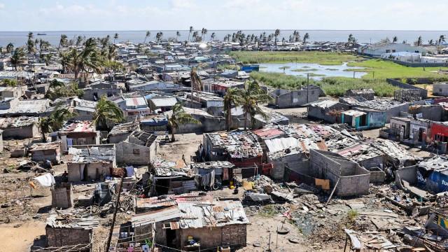 Depois do ciclone vem o mar comer um bocadinho de chão todos os anos