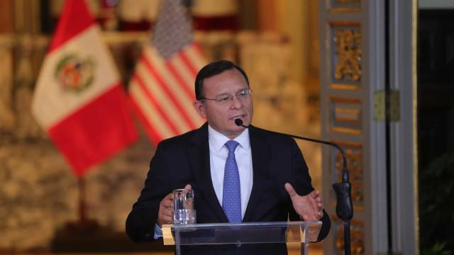 Peru convida uma centena de países para debaterem crise na Venezuela