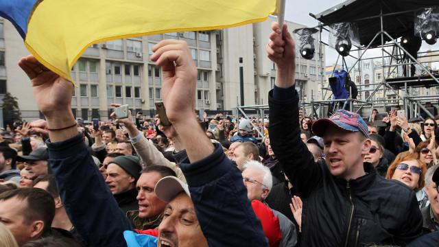 Guerra, crise e corrupção voltam a decidir eleições na Ucrânia