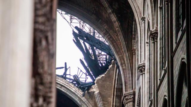 Notre-Dame: Abadia de Westminster e igrejas tocam sinos em solidariedade
