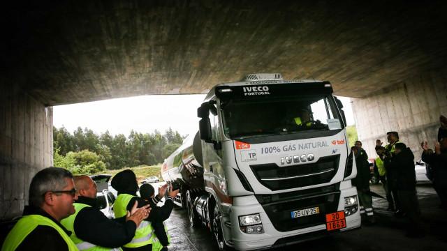 Camionistas de matérias perigosas iniciam hoje negociações com patrões