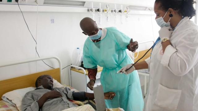 Angola: Questionada contratação no estrangeiro com médicos no desemprego
