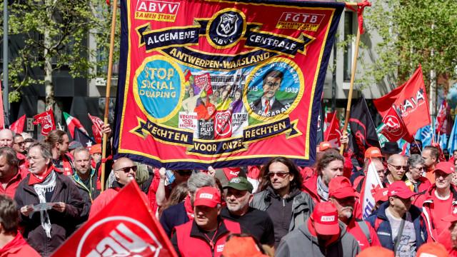 Milhares manifestam-se em Bruxelas por melhores condições laborais