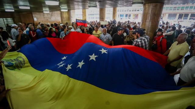 Mais de 50 países pedem mudanças políticas na Venezuela