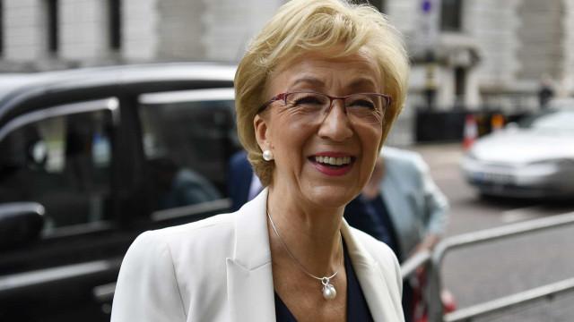 Andrea Leadsom declara apoio a Boris Johnson