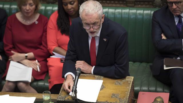 Jeremy Corbyn promete moção de censura a governo de Boris Johnson