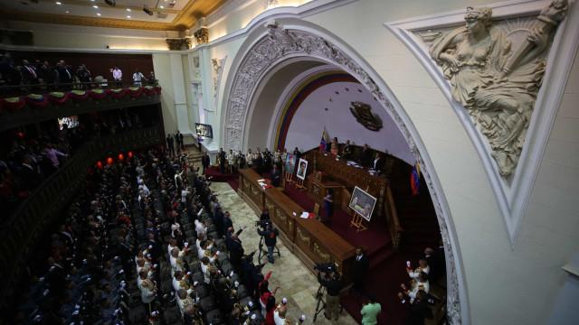Comissão de Juristas pede a Maduro dissolução da Assembleia Constituinte