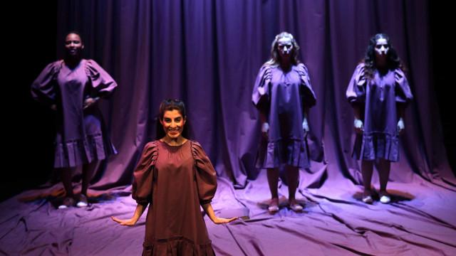 Espetáculo 'Bonecas' cruza violência, escrita e pintura