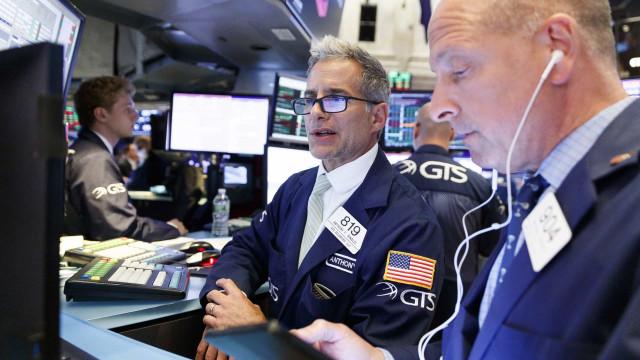 Wall Street fecha em baixa após Trump comentar negociações com a China