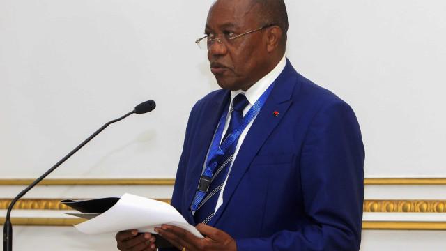 """Angola de """"corpo e alma"""" no acordo de mobilidade da CPLP"""