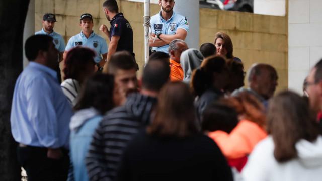 Mais de uma centena em defesa da PSP em Massamá