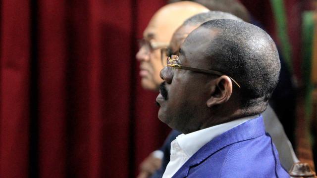 Ex-ministro dos Transportes angolano condenado a 14 anos de prisão
