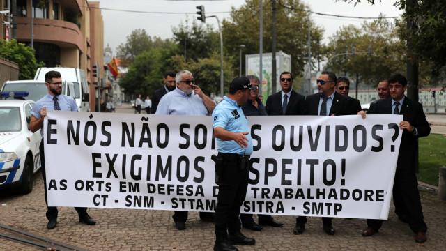 Costa recebido por protesto da STCP antes de assinar memorando