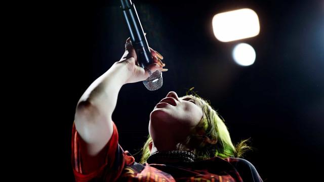 Billie Eilish, o fenómeno pop alternativo, estreia-se hoje em Lisboa